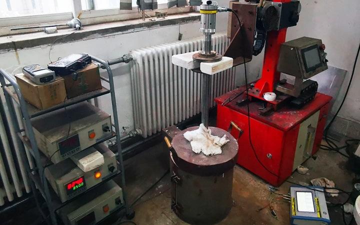 金属 熔体设备处理800多度的金属熔液