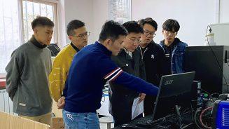 实验基地的老师和同学们